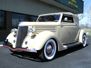 1936 Ford Deluxe Club Cabriolet